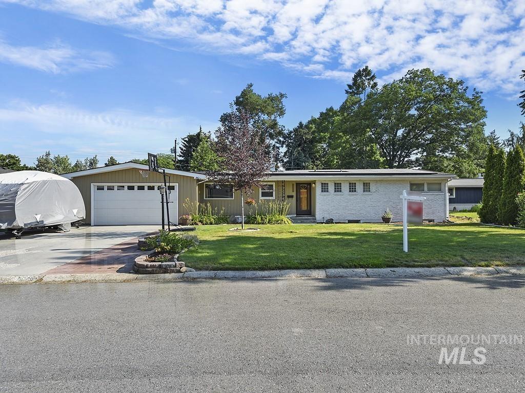 Hillcrest Estat Real Estate Listings Main Image