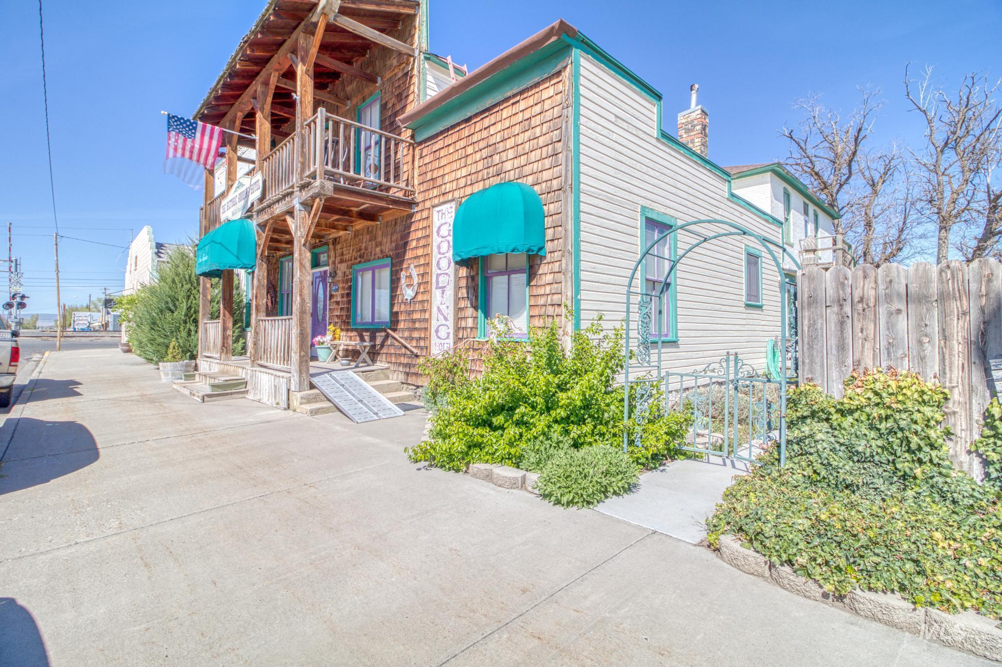 112 Main Street Property Photo