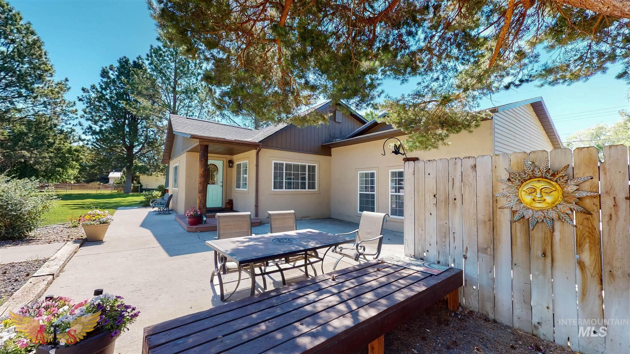 335 E Ave B Property Photo