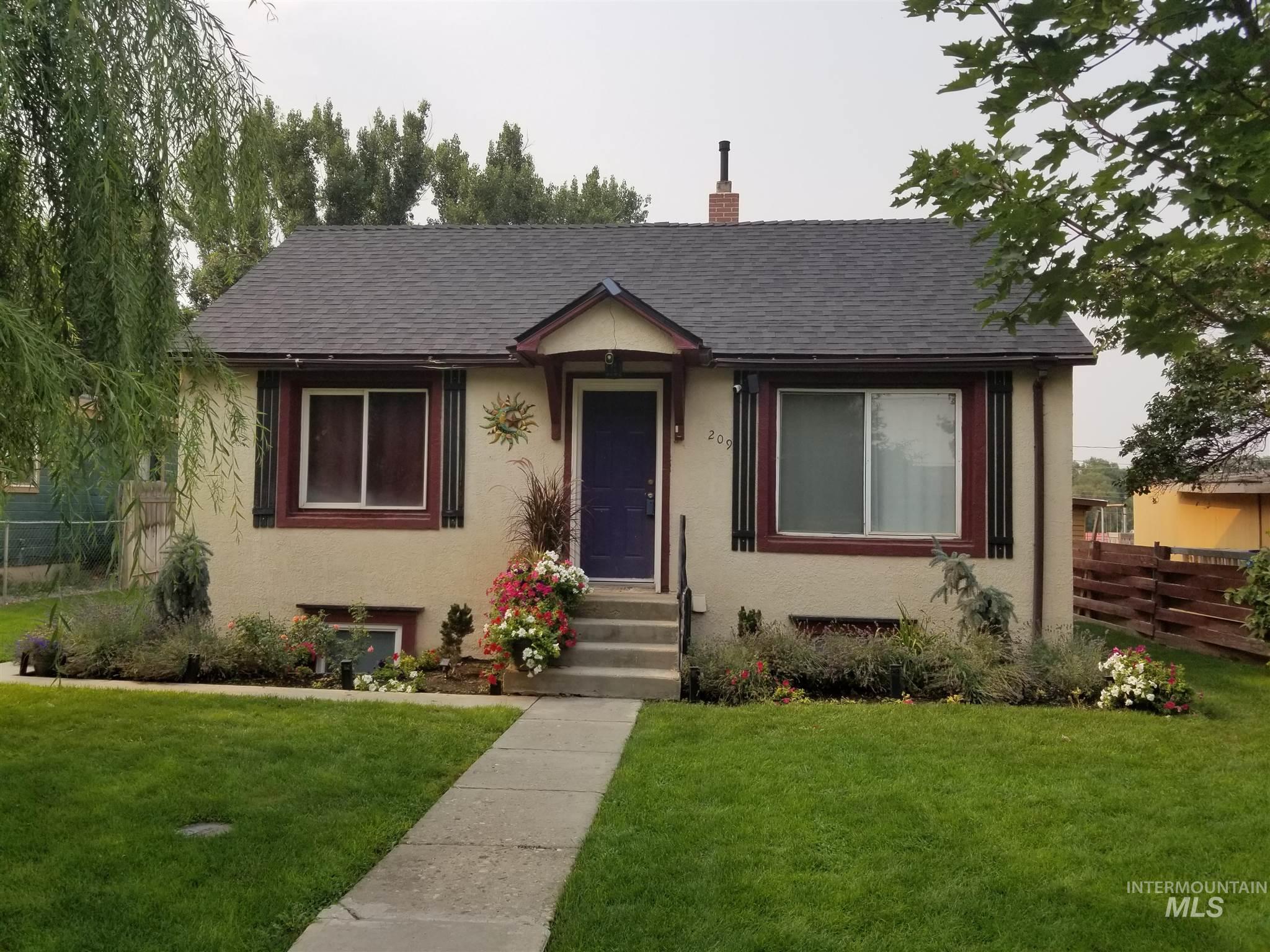 209 E Montana Property Photo