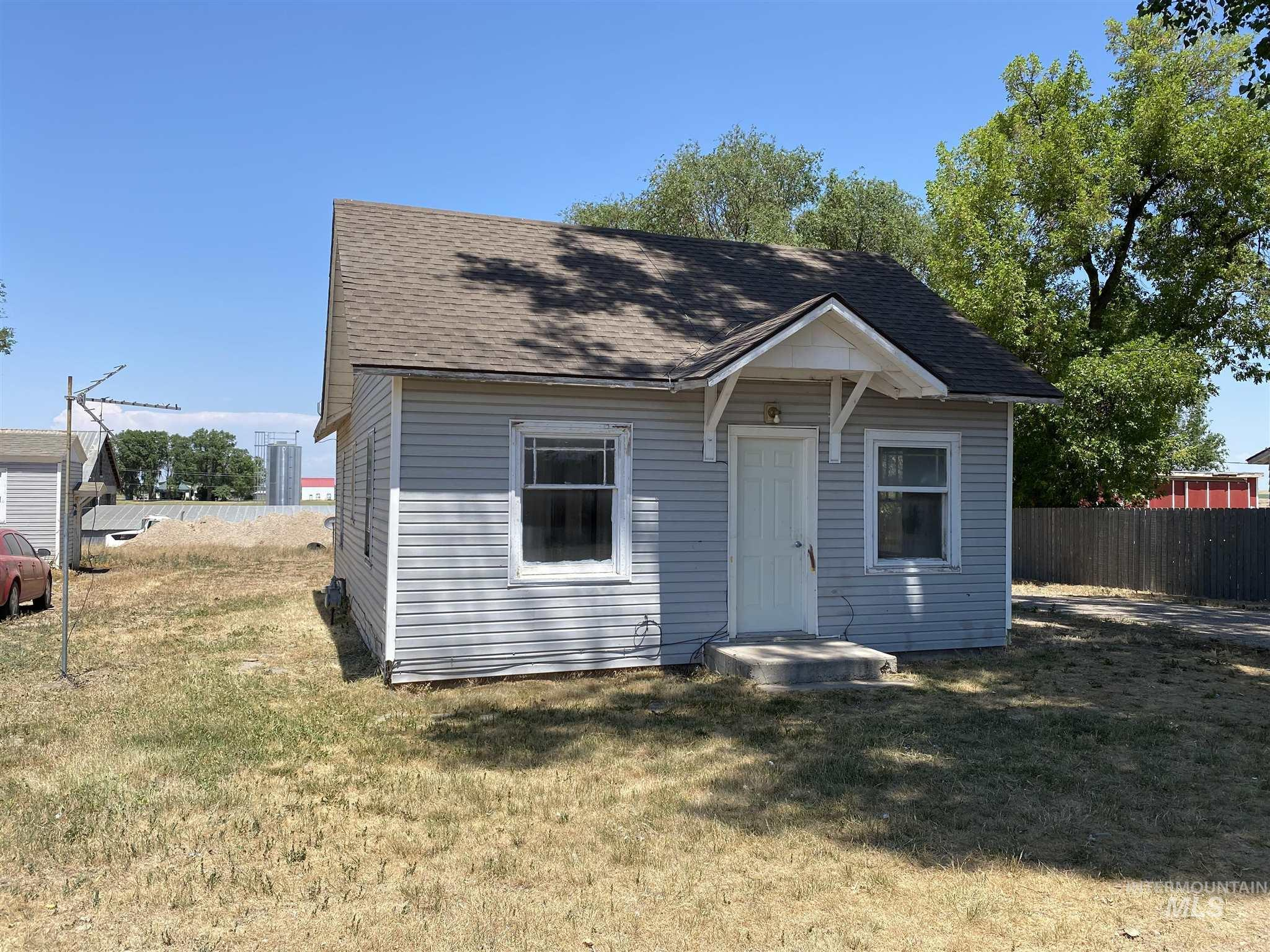 203 Boyd St E Property Photo