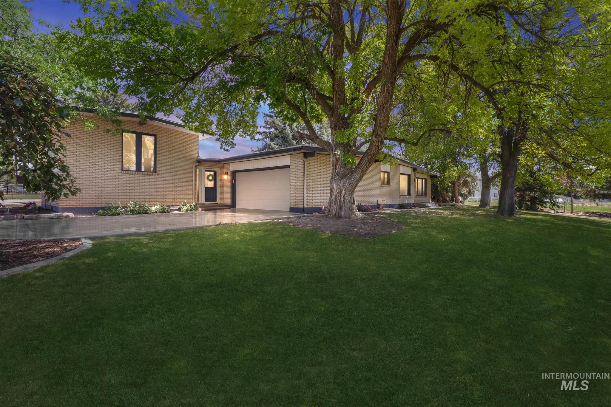 394 Hankins N Property Photo 1