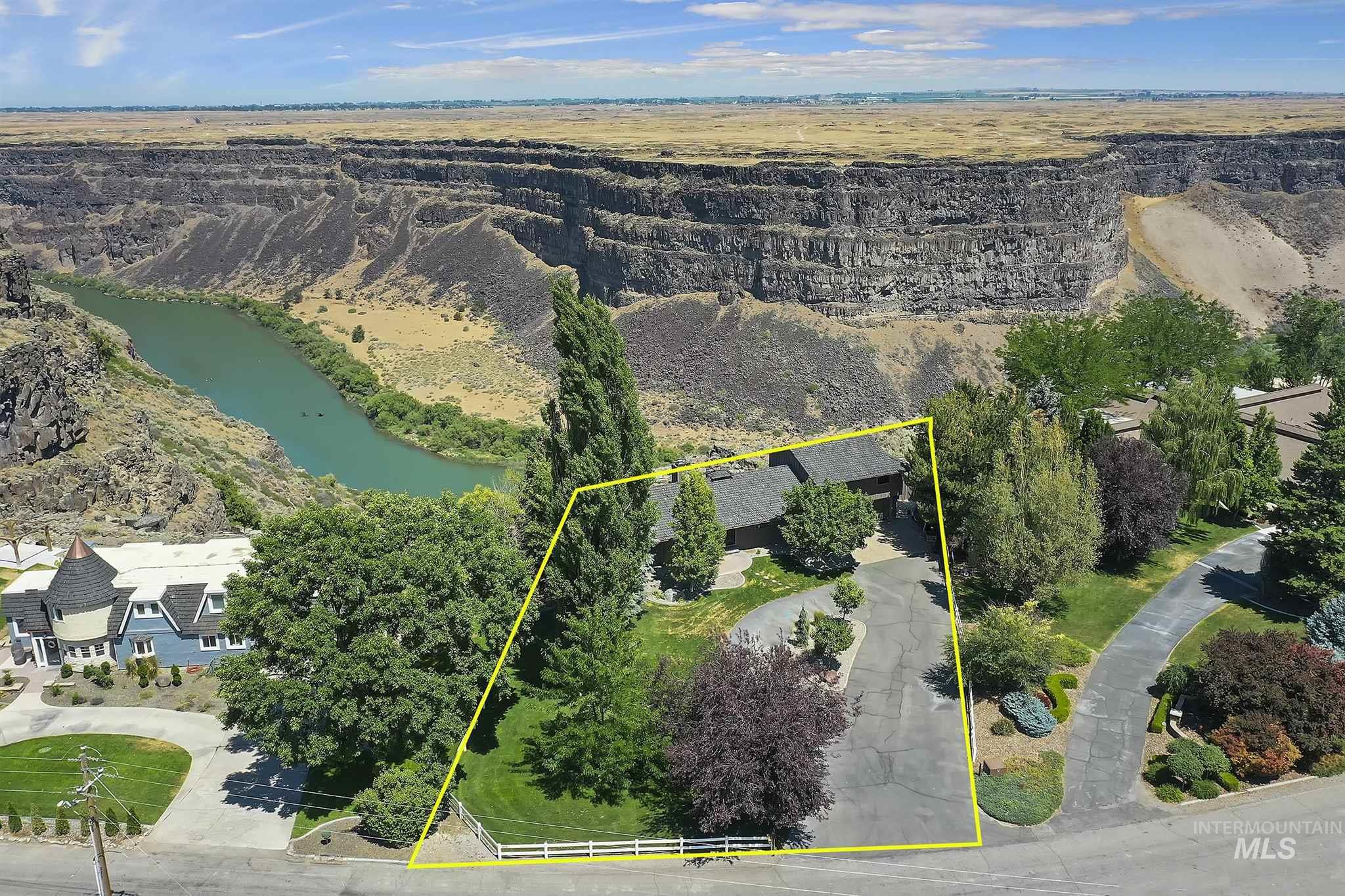 2263 Pole Line Rd E Property Photo 1