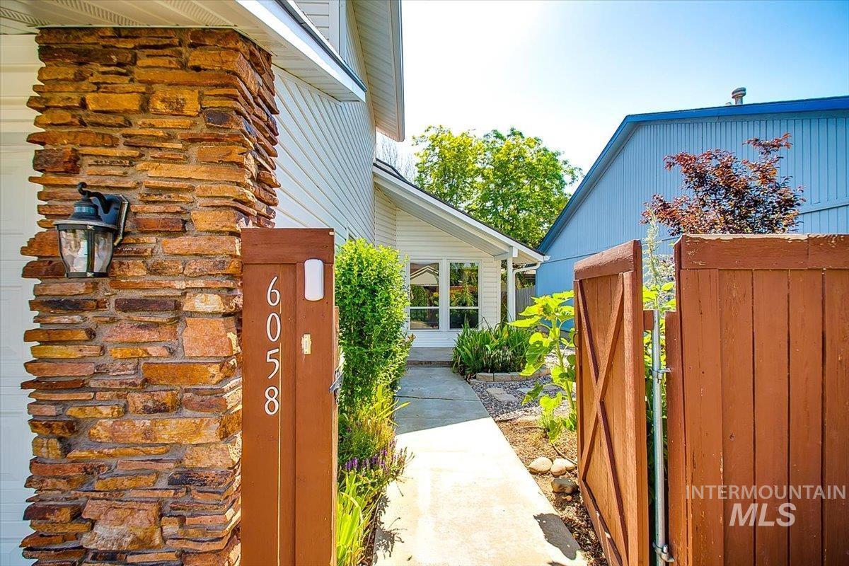 6058 N River Glen Place Property Photo