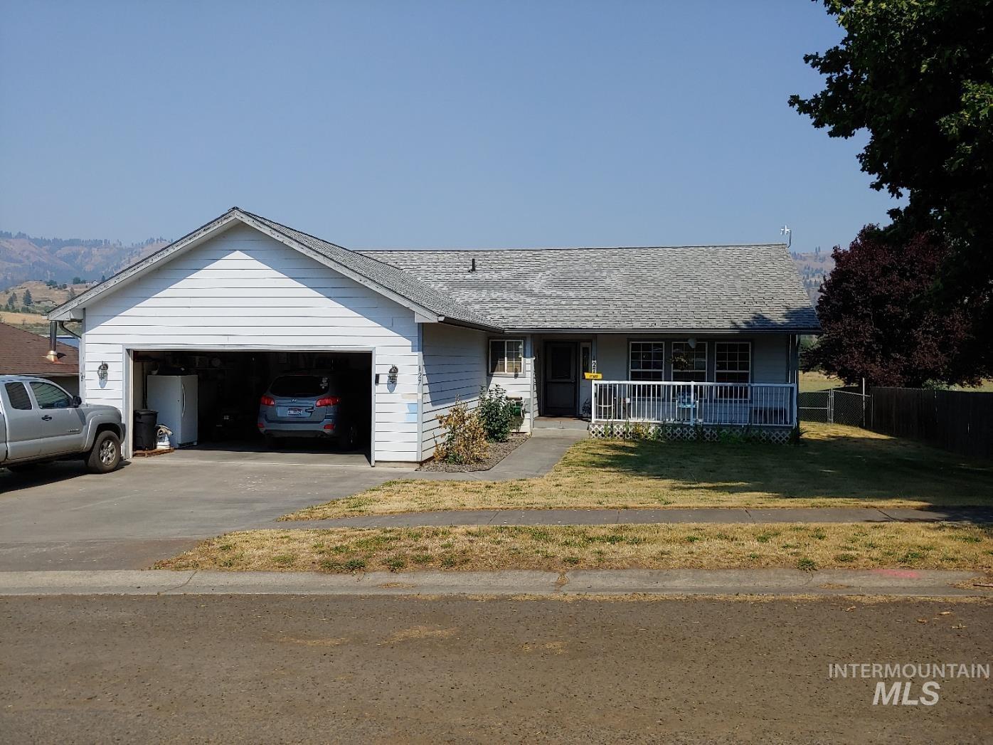 127 N Hill Street Property Photo