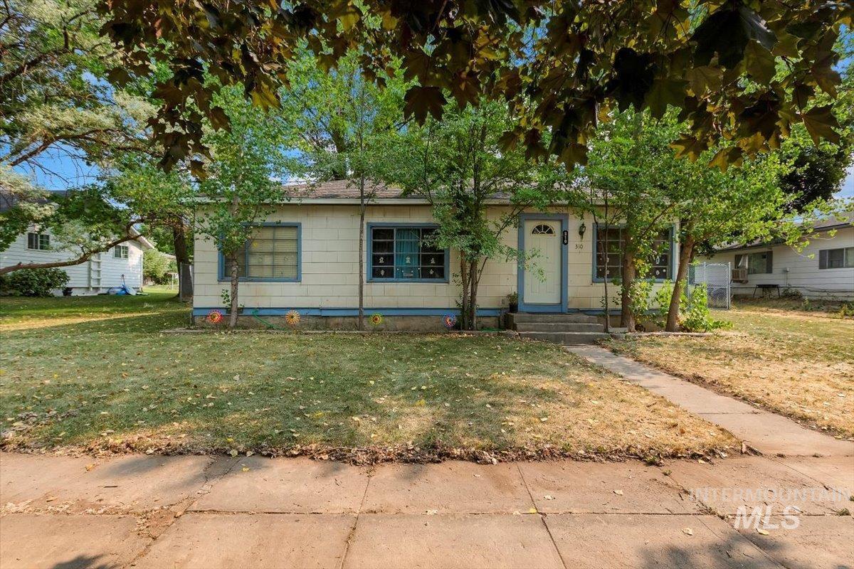 310 W C Street Property Photo