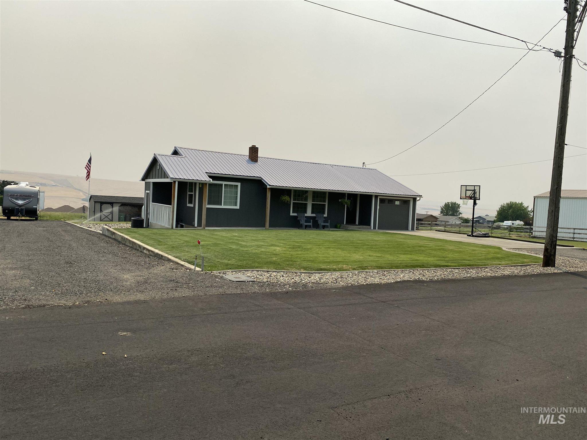 1424 Hemlock Avenue Property Photo