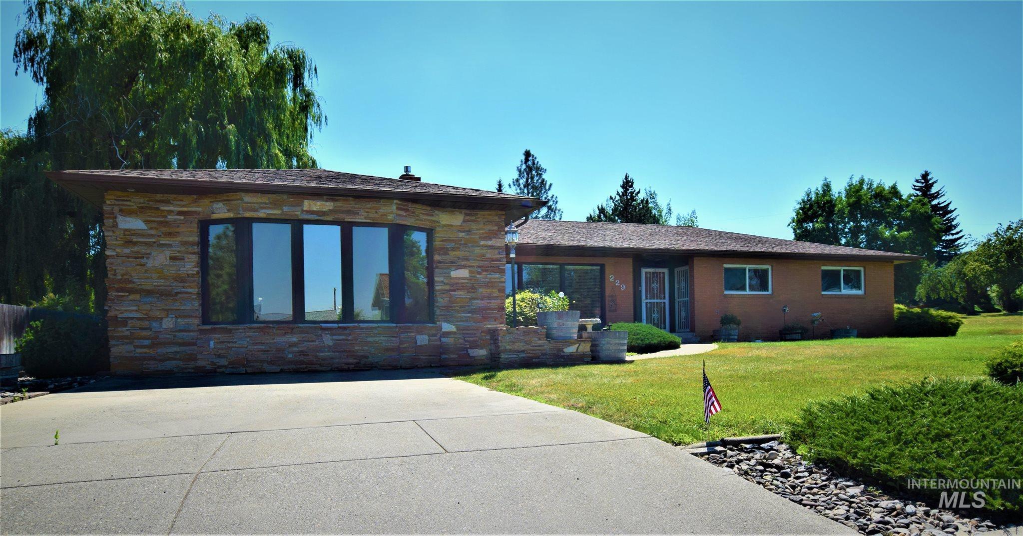 229 Park St Property Photo