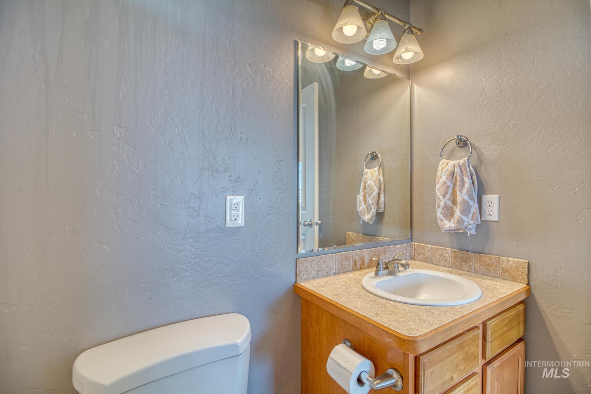 1042 Eden Rd S Property Photo 12