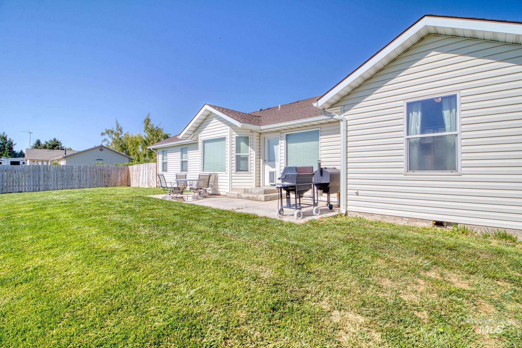 1042 Eden Rd S Property Photo 22