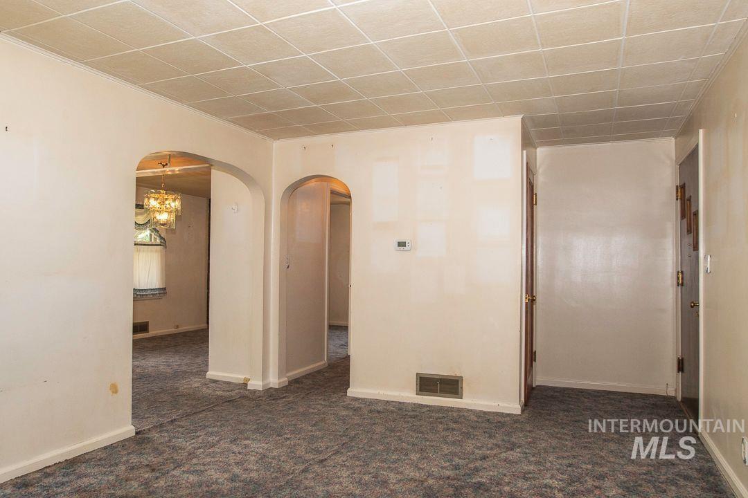 125 S West Blvd Property Photo 4