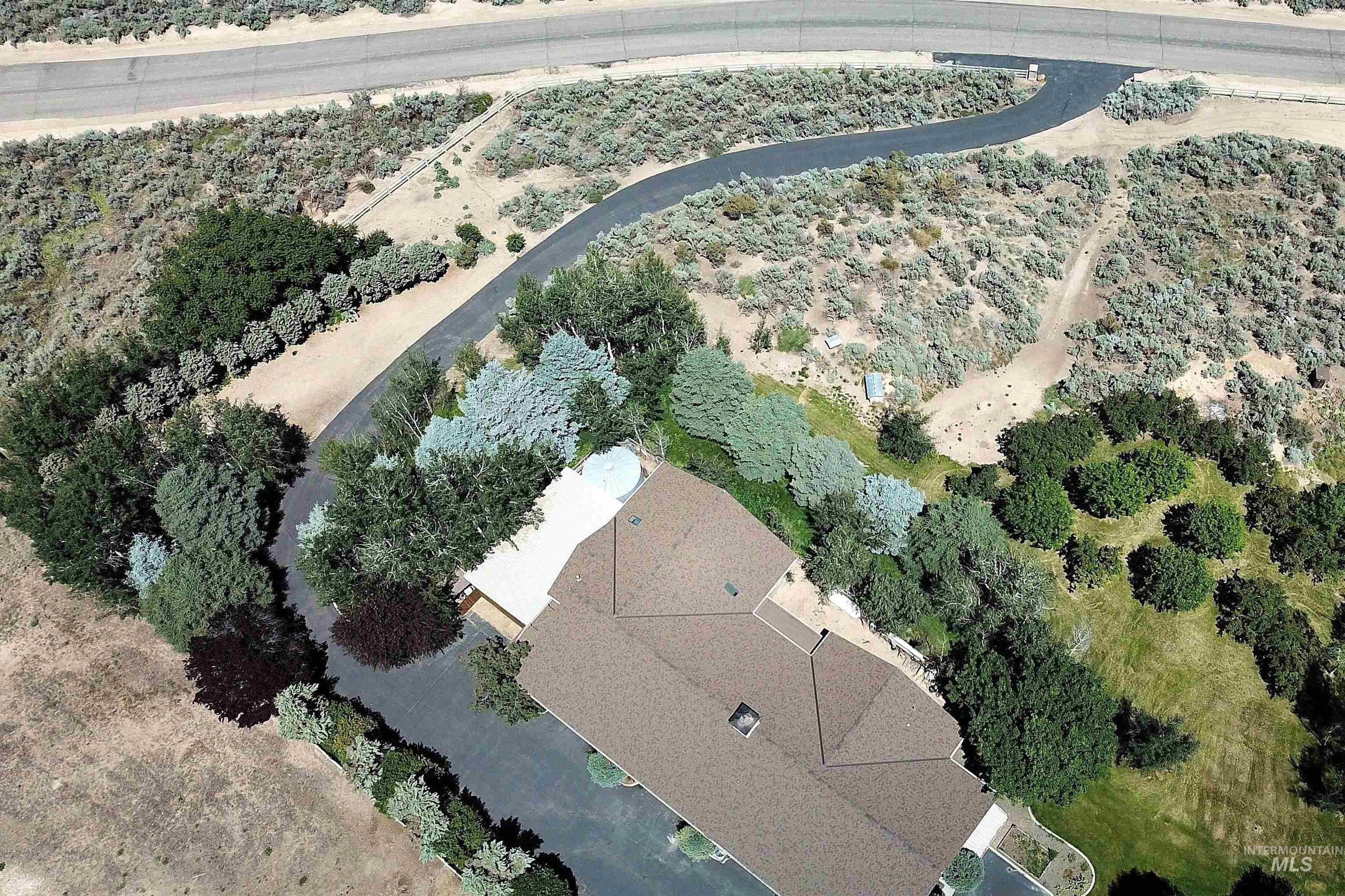 6021 Willow Creek Property Photo 2