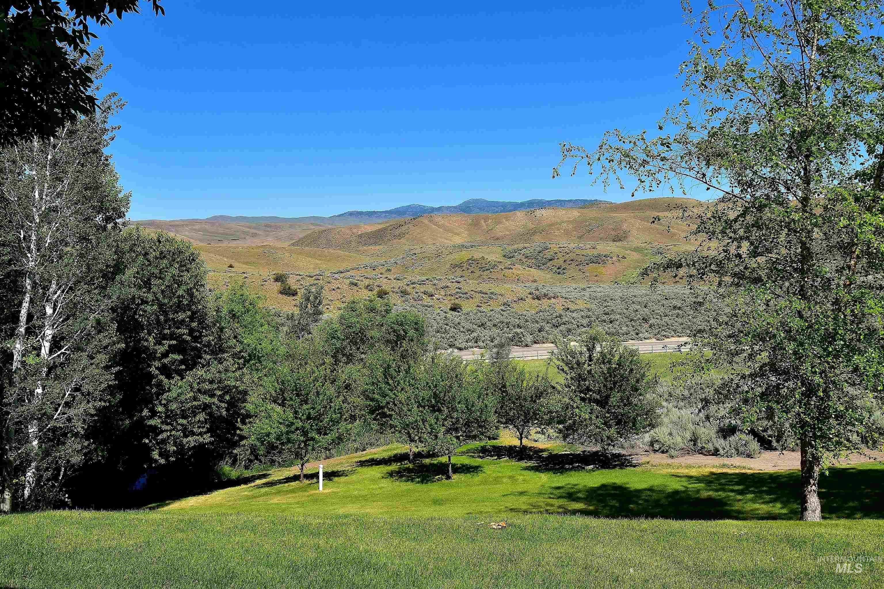 6021 Willow Creek Property Photo 4