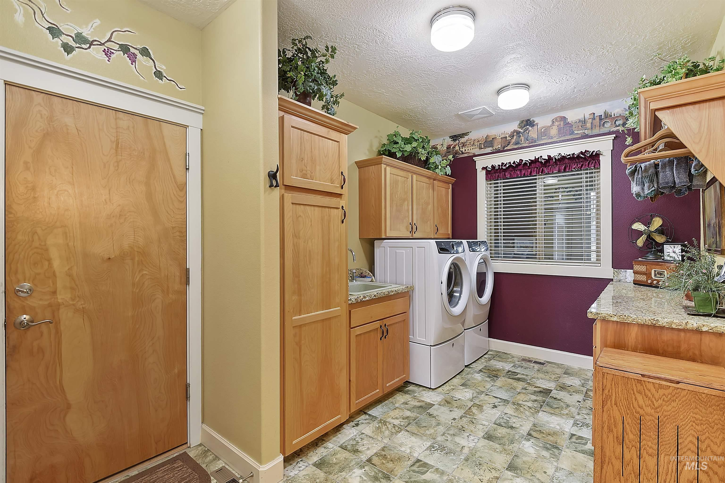 6021 Willow Creek Property Photo 33