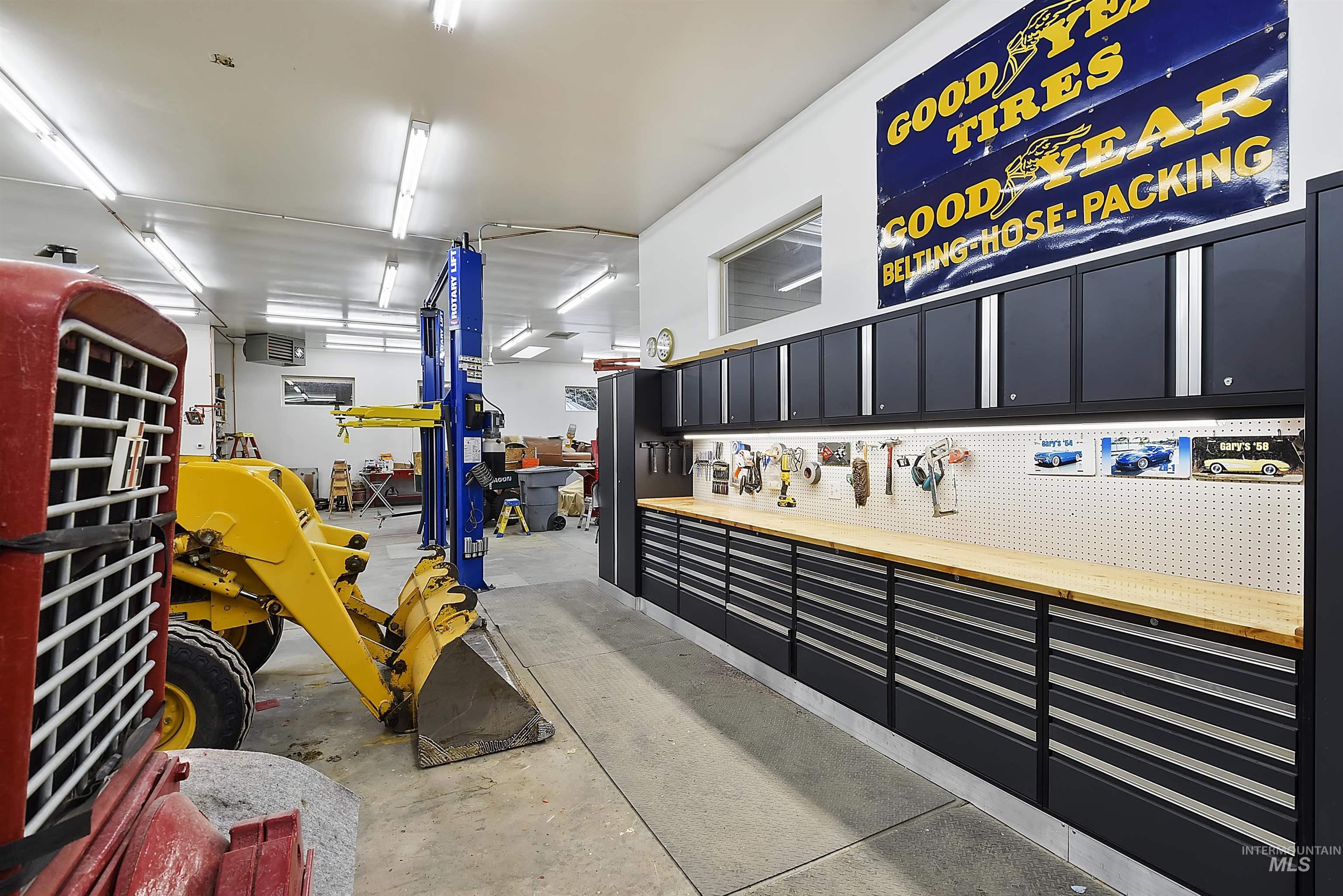 6021 Willow Creek Property Photo 39