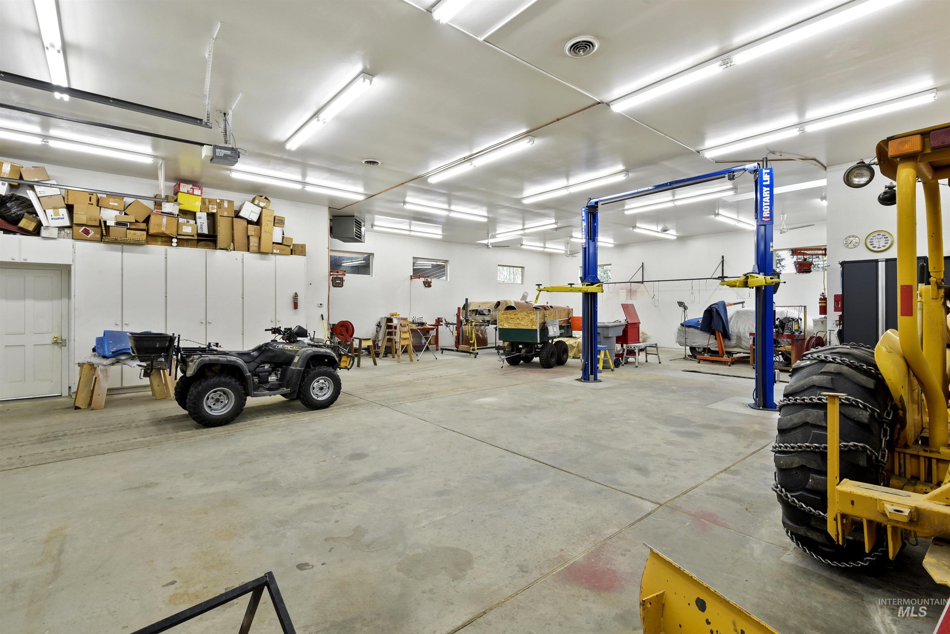 6021 Willow Creek Property Photo 40