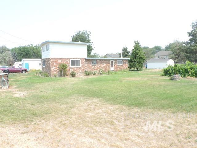 401 E 52nd Property Photo