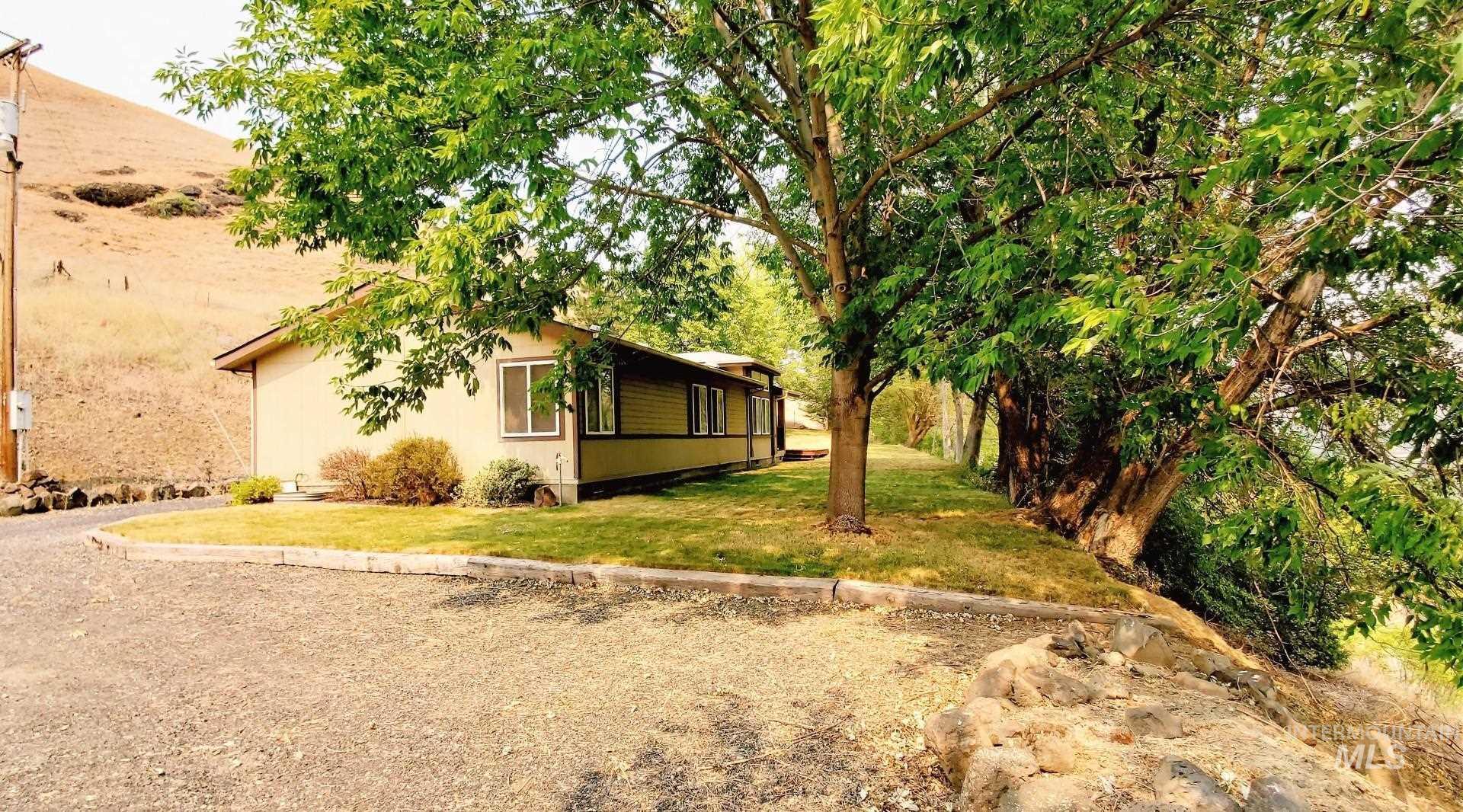 22046 Awesome Lane Property Photo 5