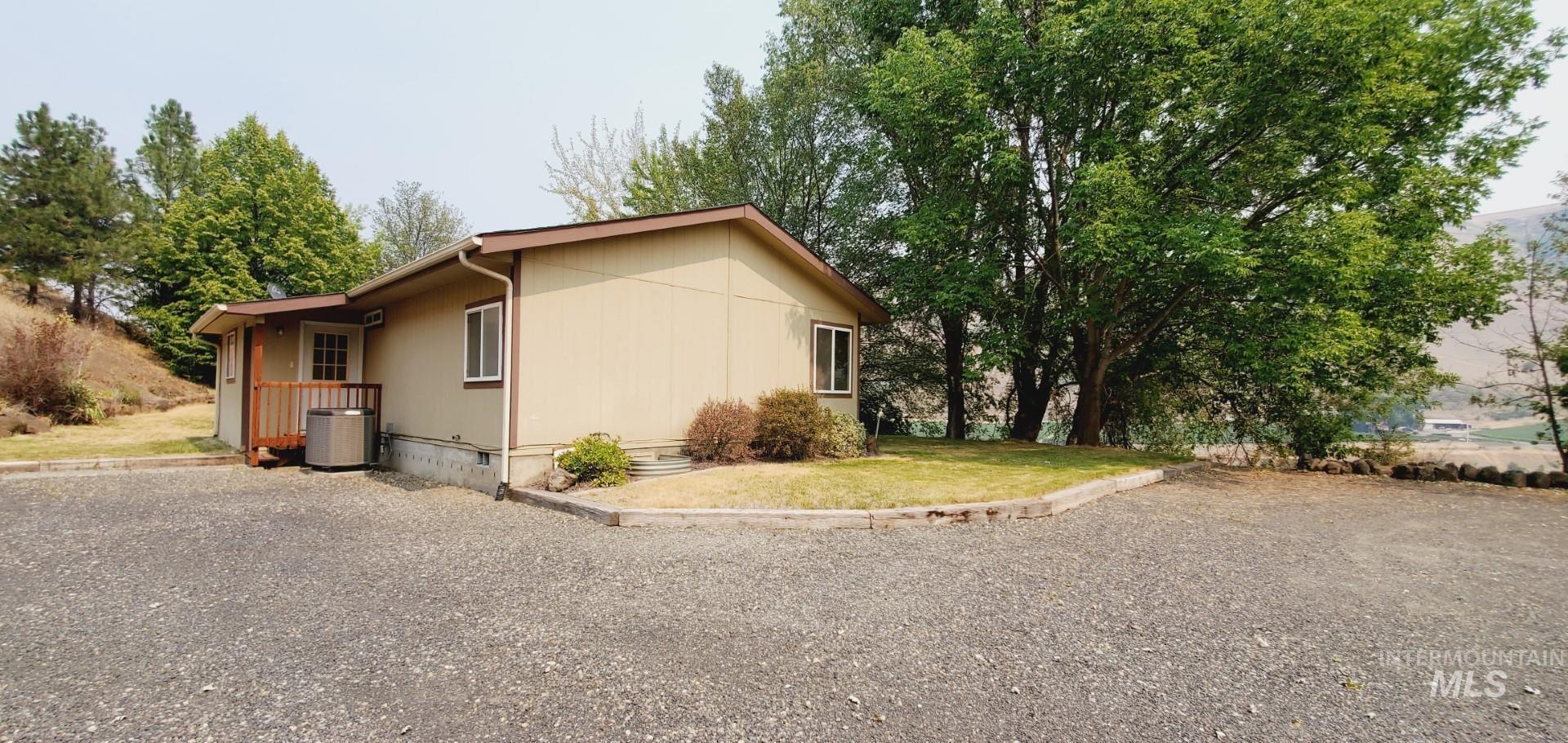 22046 Awesome Lane Property Photo 9