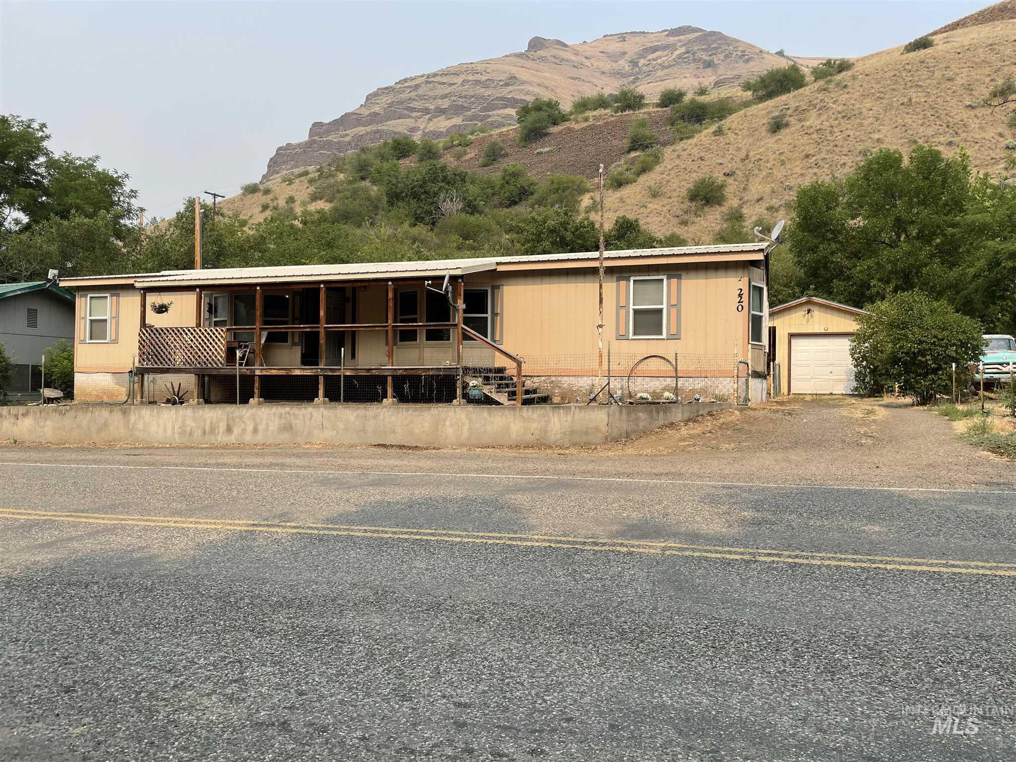 220 River Street Property Photo