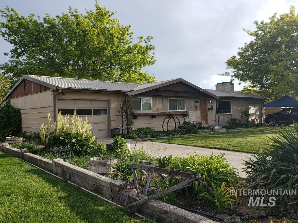 613 Thompson Avenue Property Photo