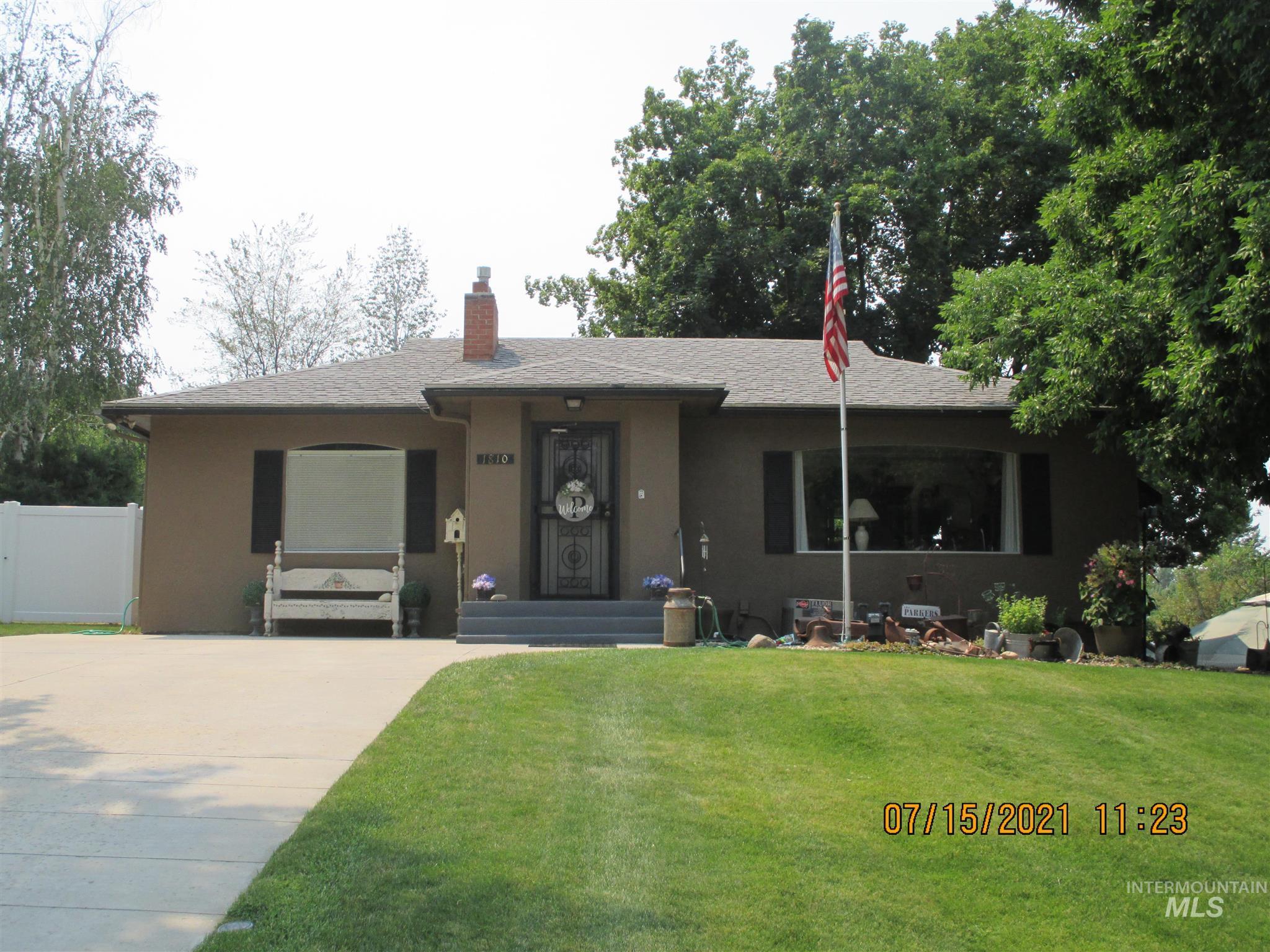 1810 Center Ave Property Photo