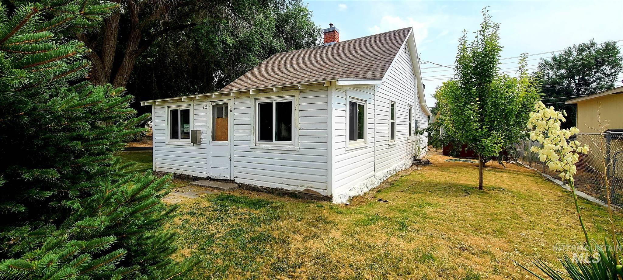 229 E Ave F Property Photo 1