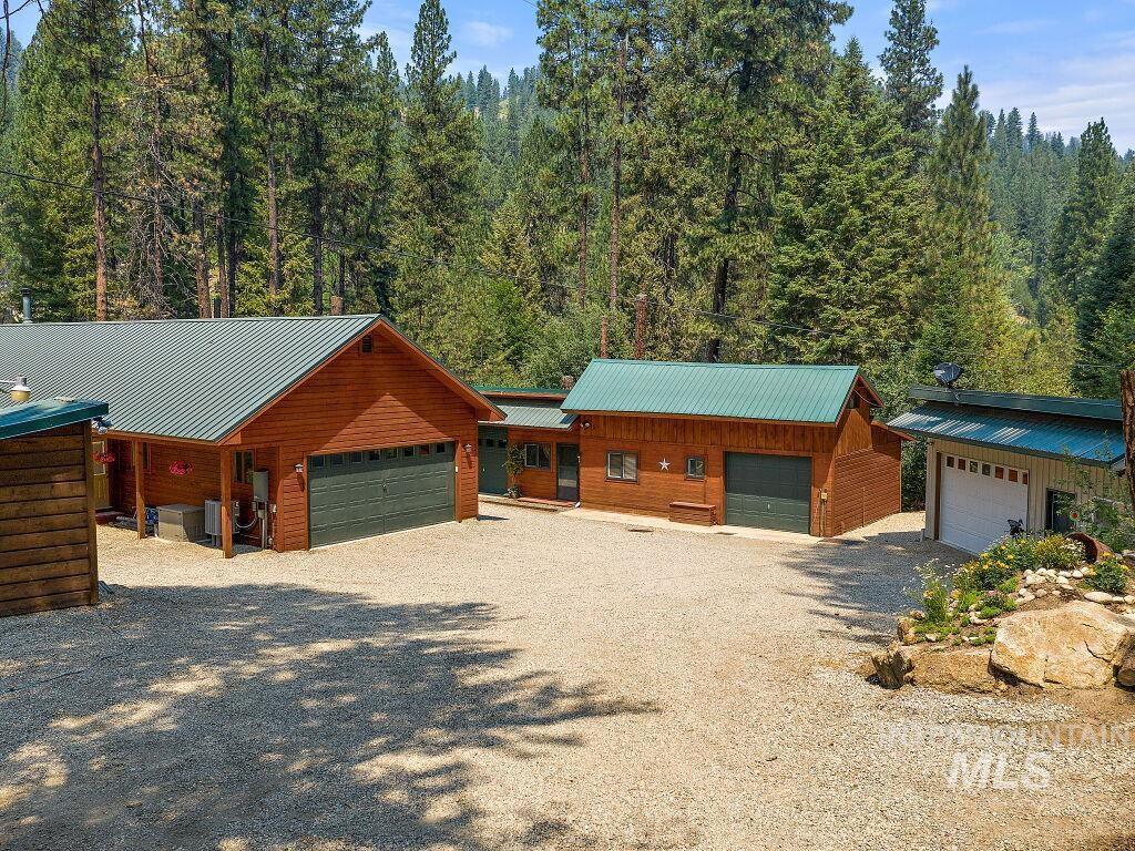 Lightning Creek Real Estate Listings Main Image
