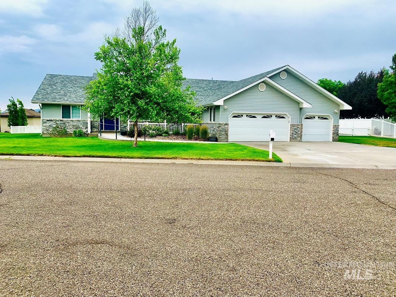 317 Greenbrier Drive Property Photo 1
