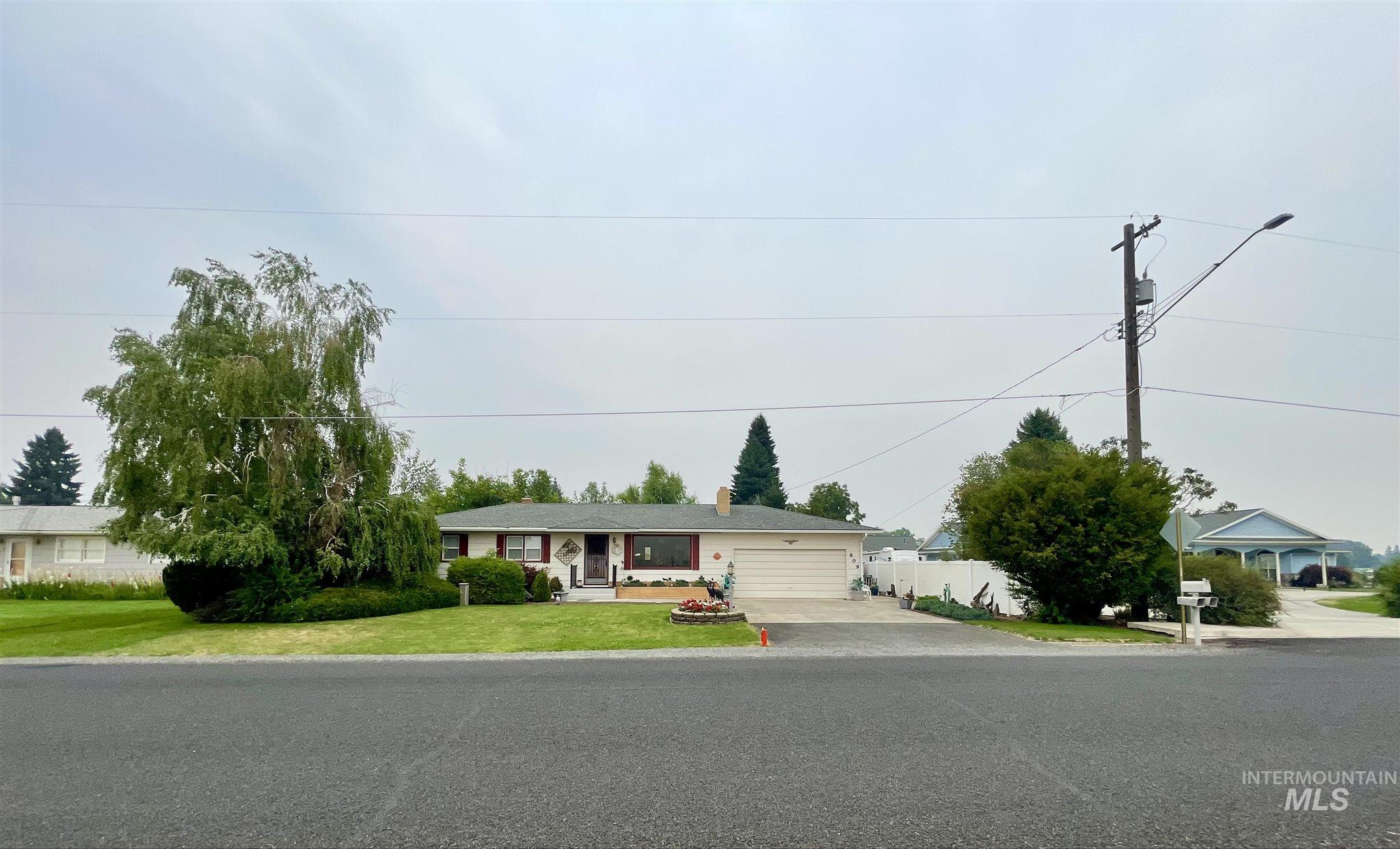 609 Grelle Ave Property Photo