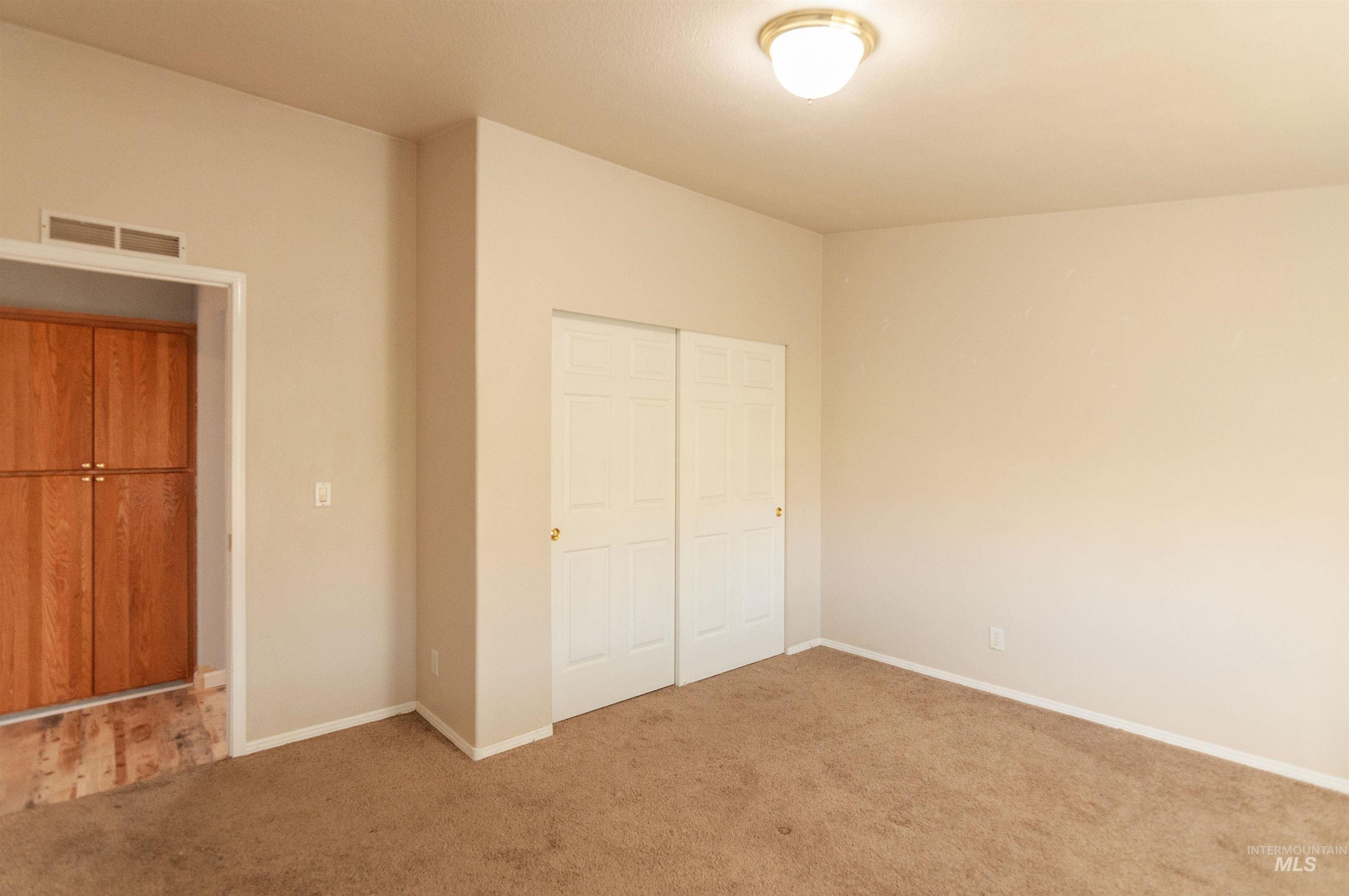 2451 Pine Ave Property Photo 13