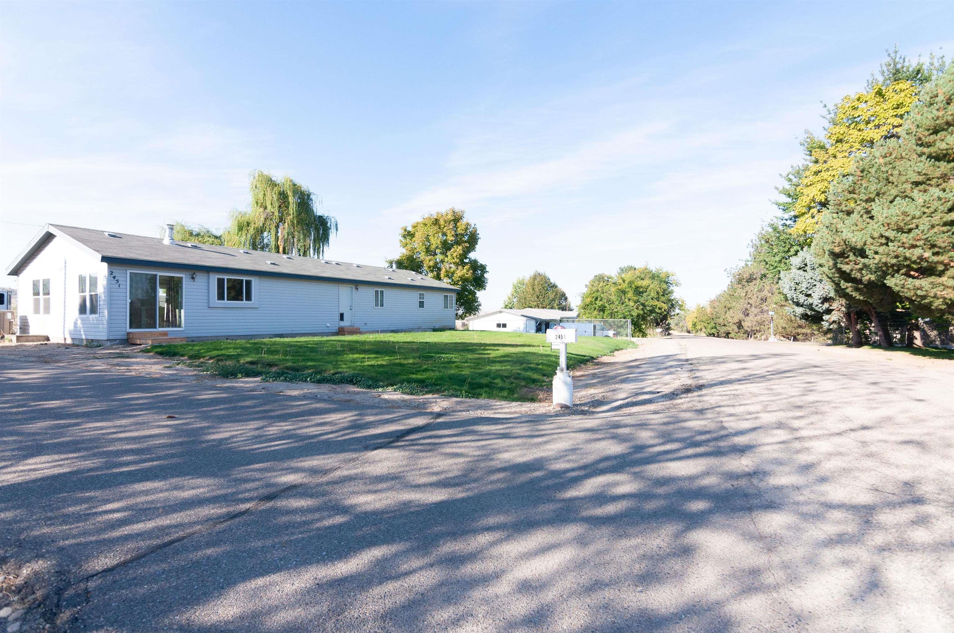 2451 Pine Ave Property Photo 21
