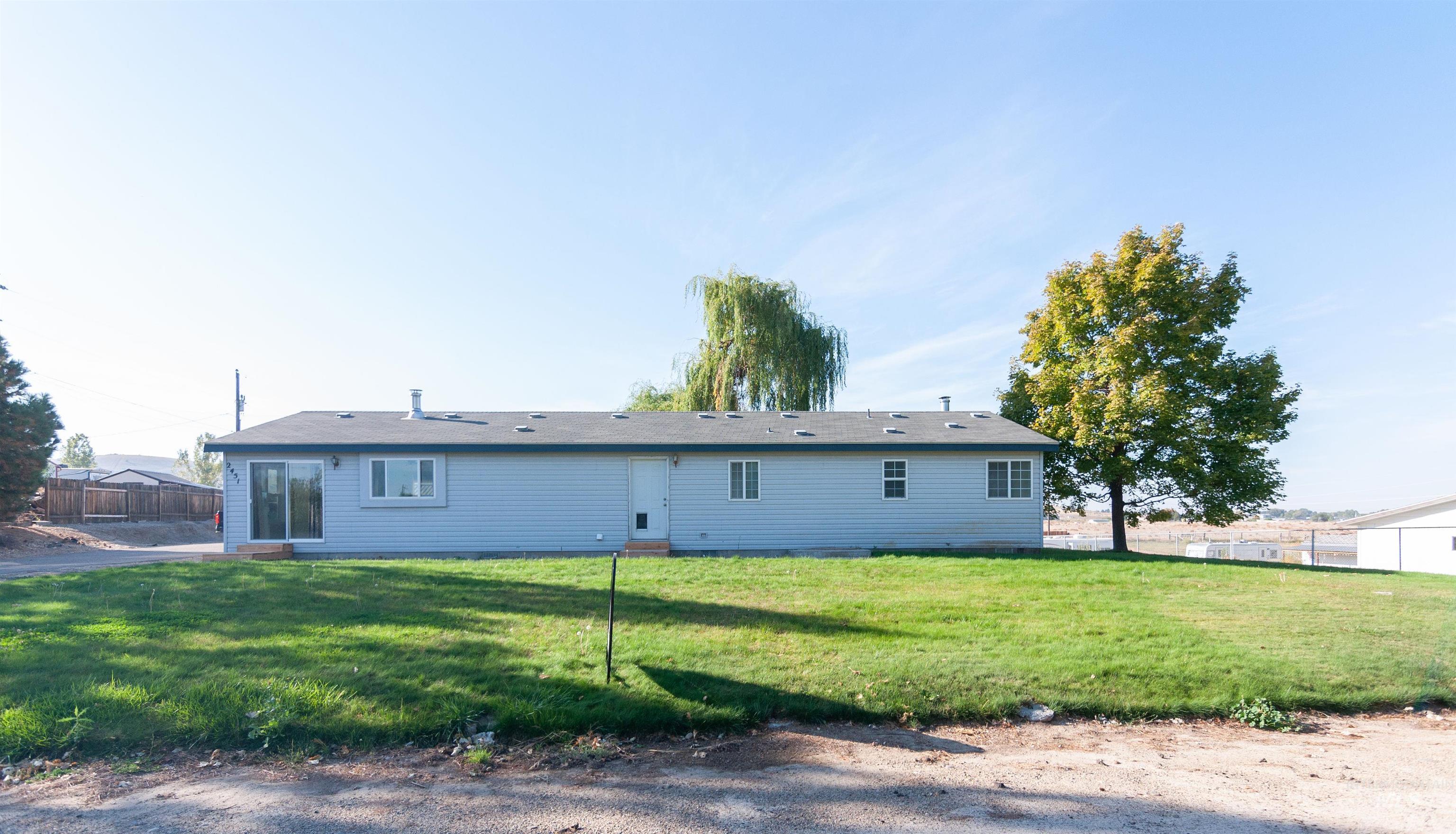 2451 Pine Ave Property Photo 22