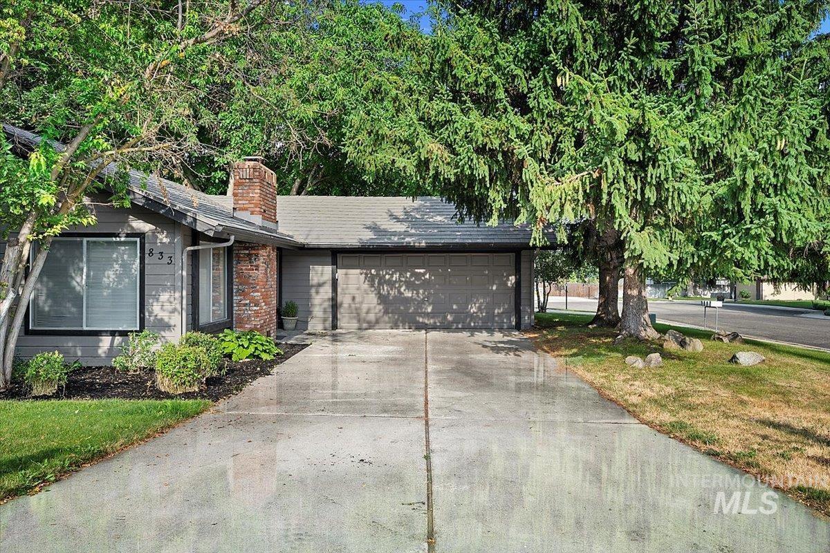 833 N Beachwood St Property Photo