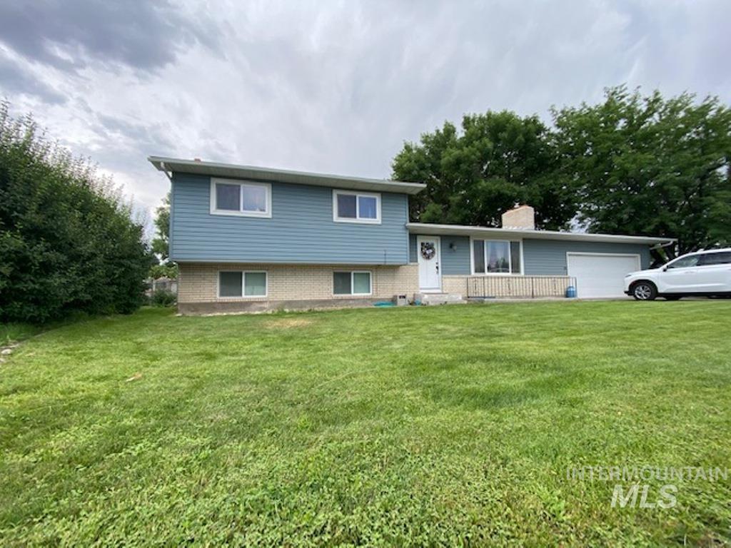 555 W 27th St Property Photo