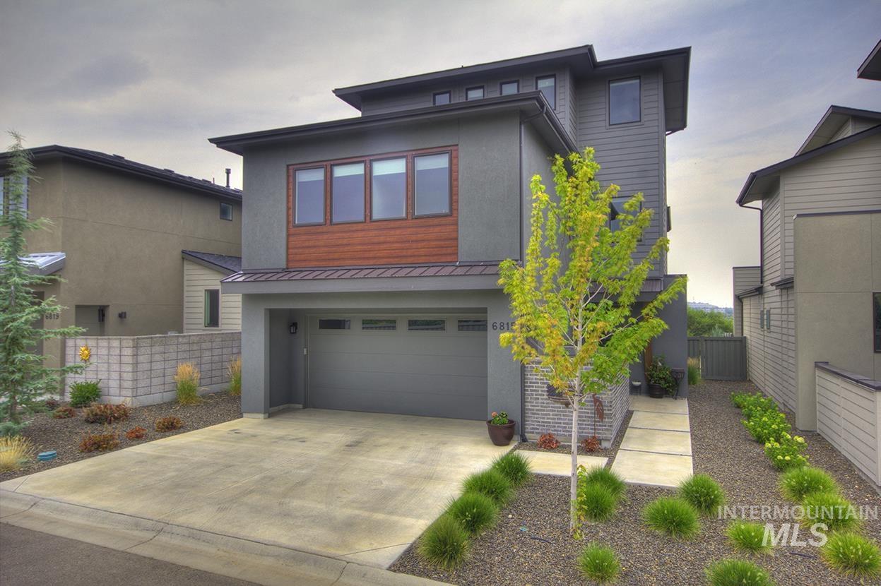 6815 E Warm Springs Ave. Property Photo