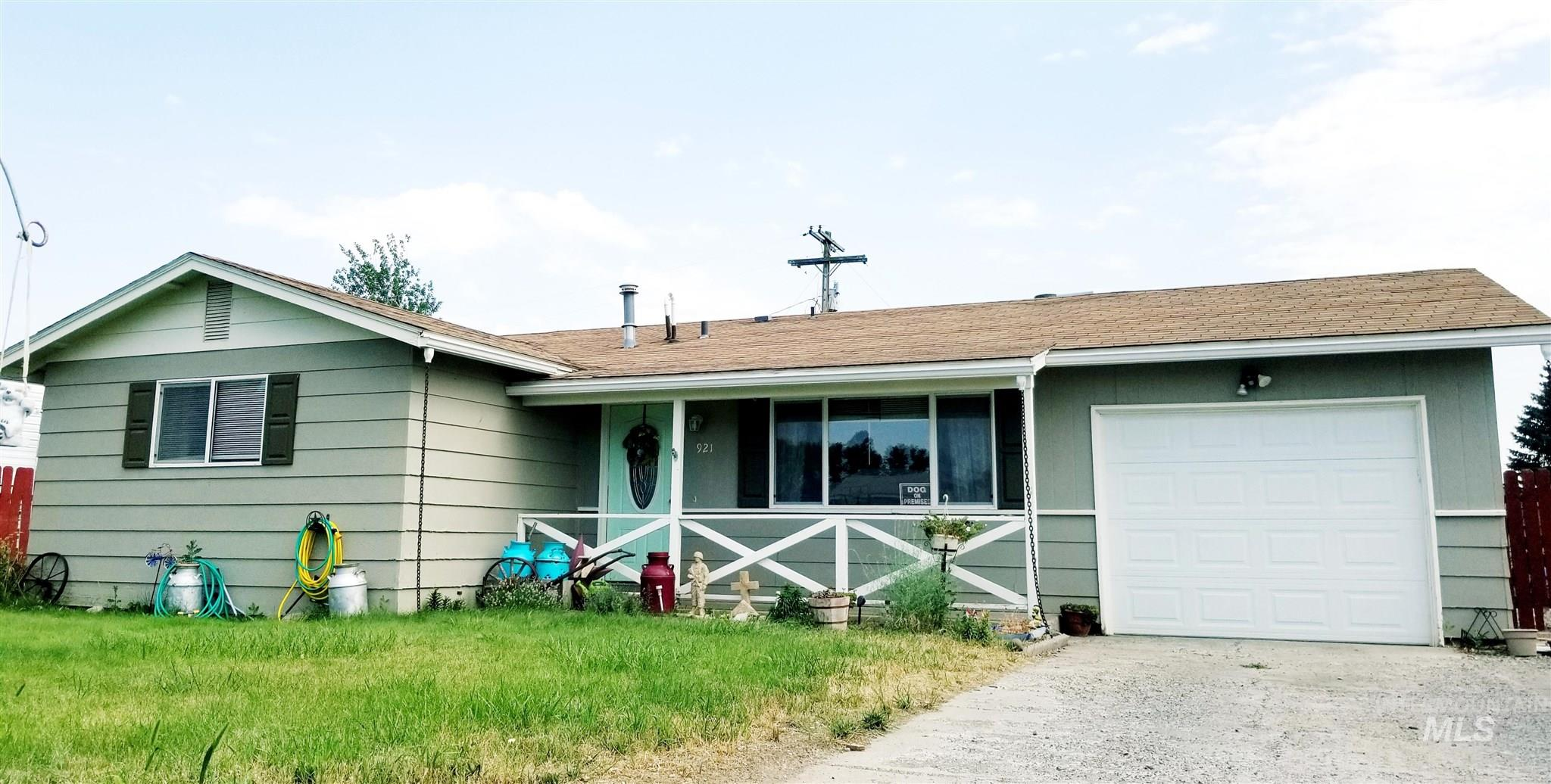 921 16th Drive Property Photo