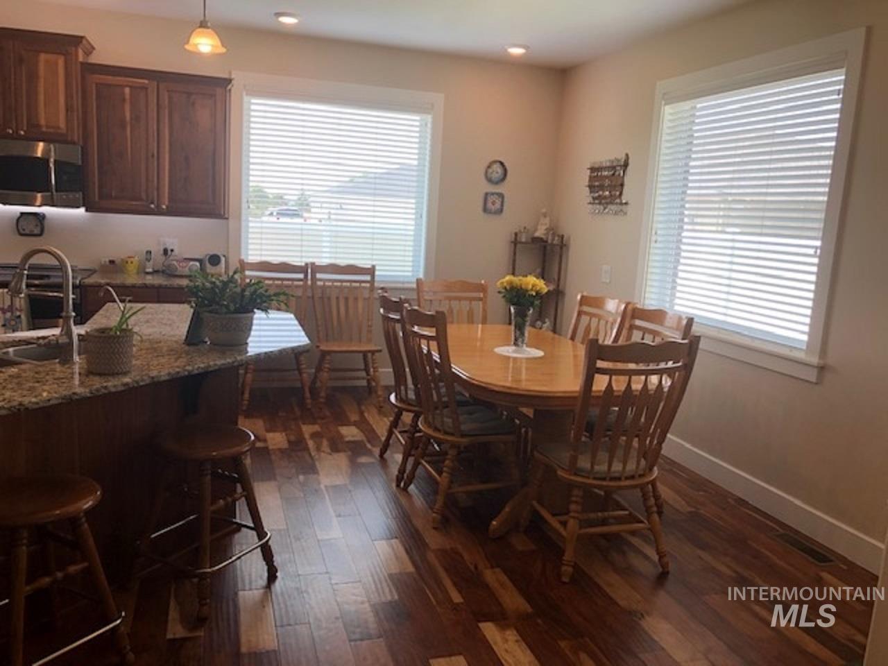 750 Blue River Drive Property Photo 4