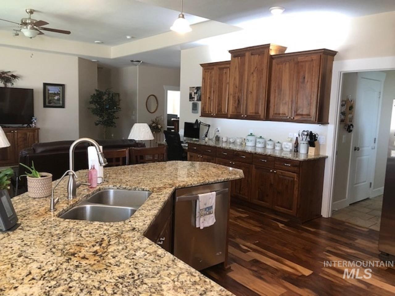 750 Blue River Drive Property Photo 6