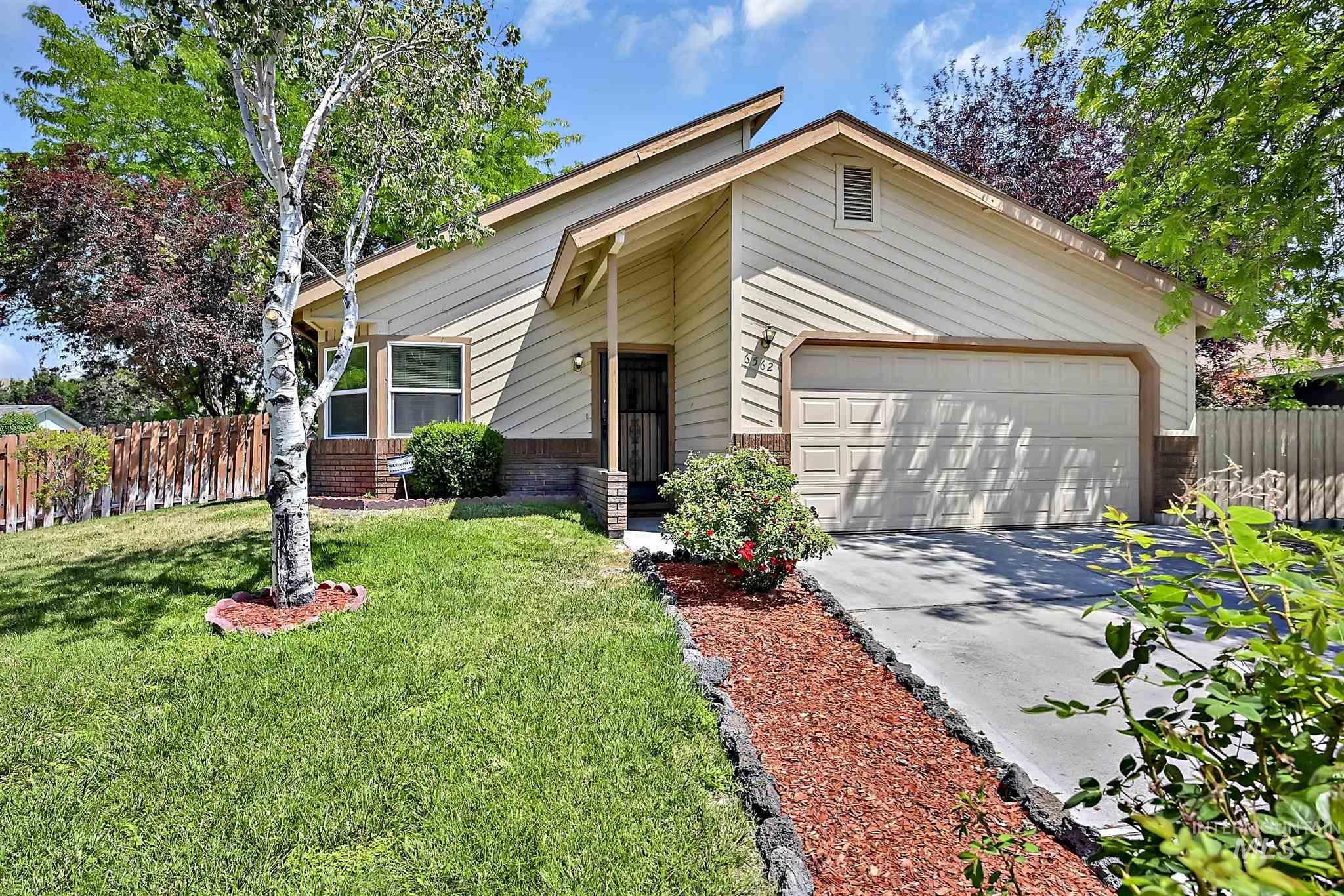 6562 N Amesbury Way Property Photo