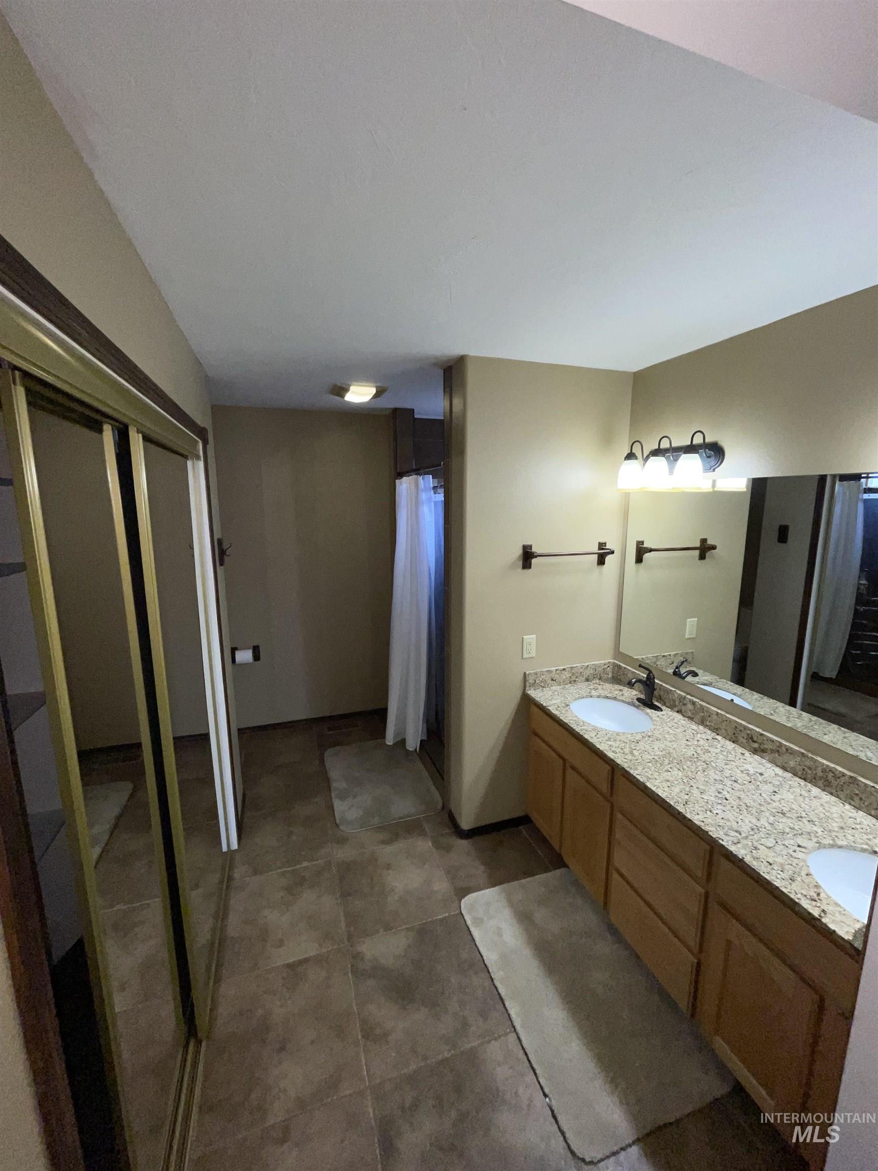 423 N 100 E Property Photo 42