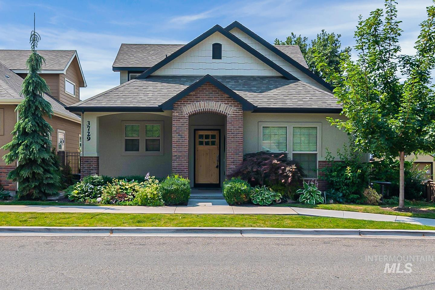 3729 W Catalpa Property Photo