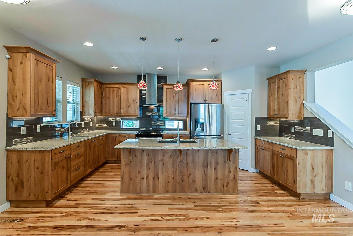 3729 W Catalpa Property Photo 4