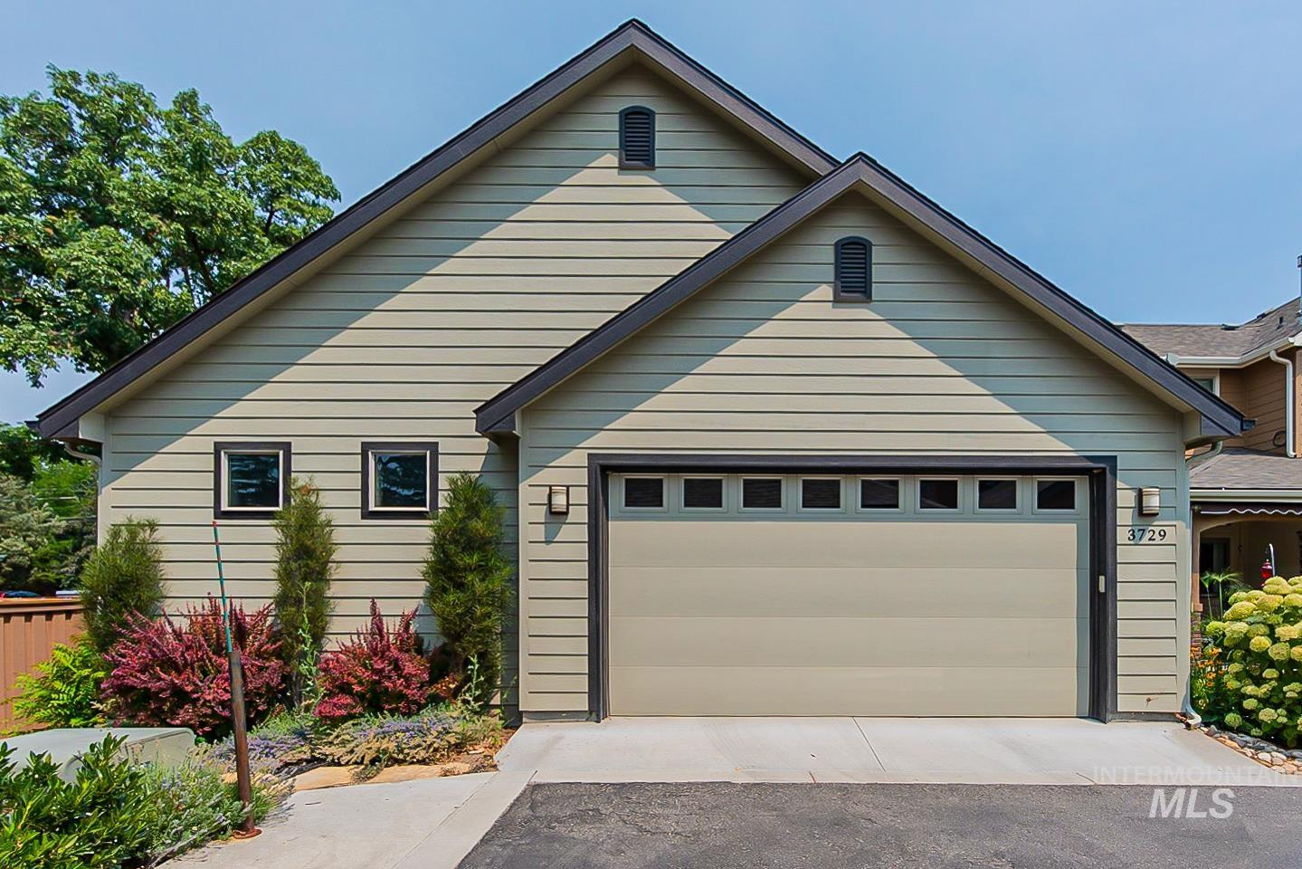 3729 W Catalpa Property Photo 7