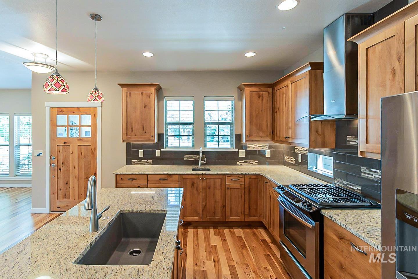 3729 W Catalpa Property Photo 8