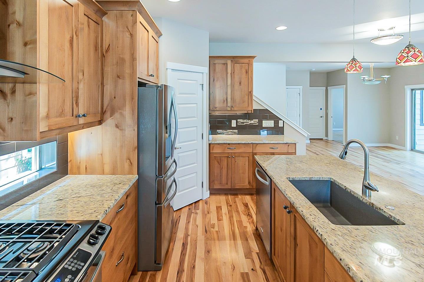 3729 W Catalpa Property Photo 9