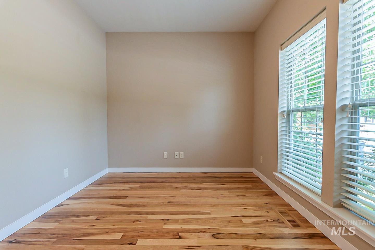 3729 W Catalpa Property Photo 11
