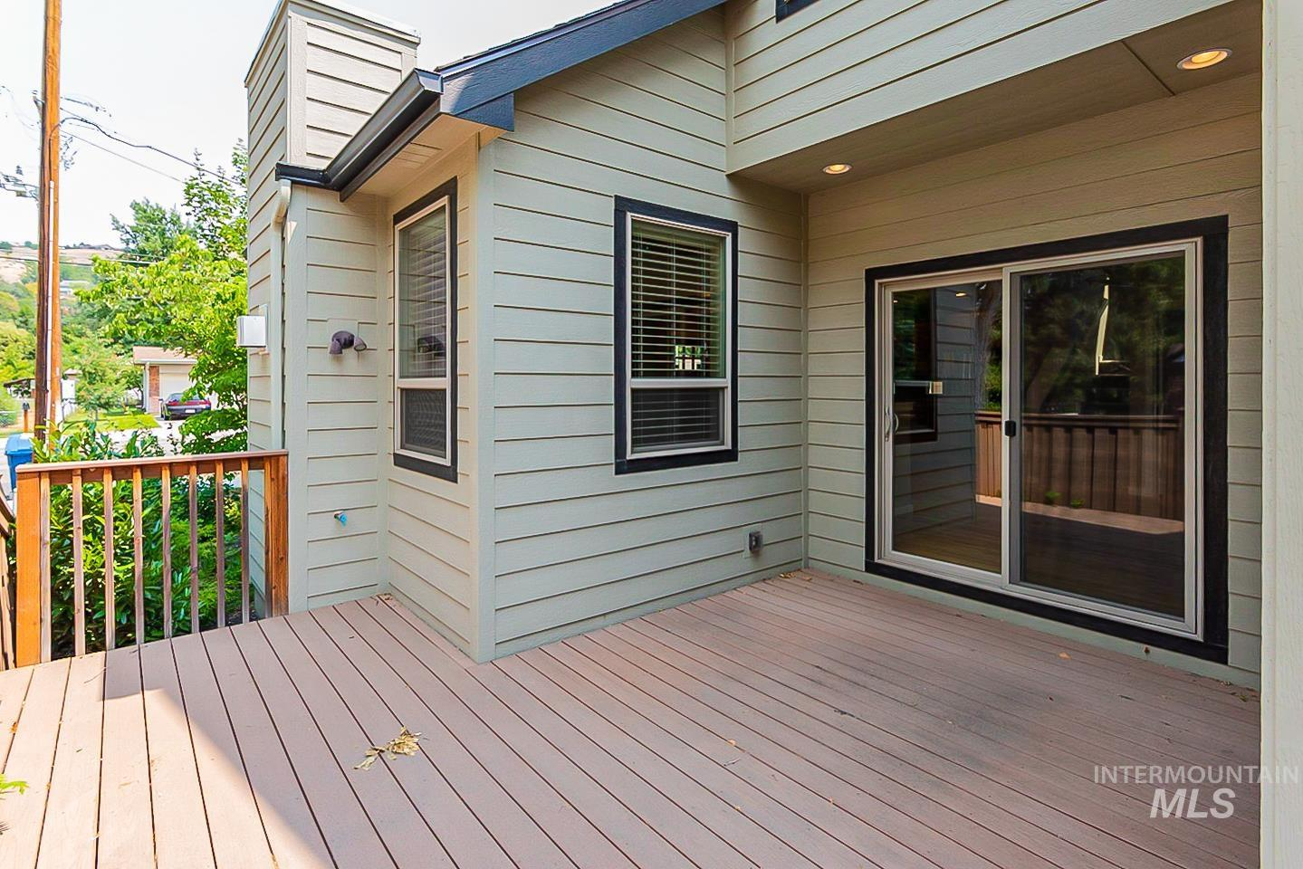 3729 W Catalpa Property Photo 27