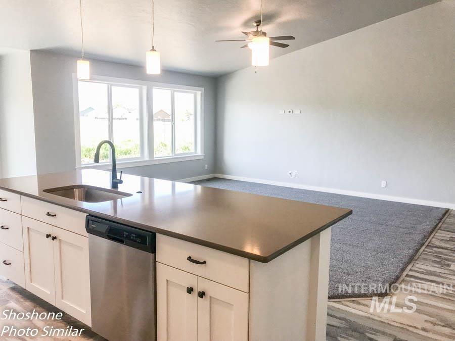 256 Stagecoach Ave Property Photo 3