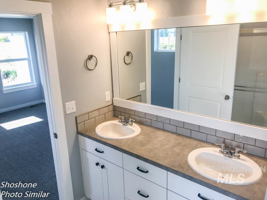 256 Stagecoach Ave Property Photo 11